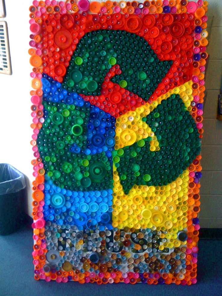11 diy ideas to design a bottle cap mosaic artistic junkie for Can beer bottle caps be recycled